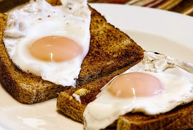Zdrowe śniadanie przed porannym treningiem