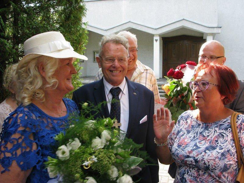 Marsz weselny zabrzmiał dla pary seniorów Kazimierzowskiego UTW