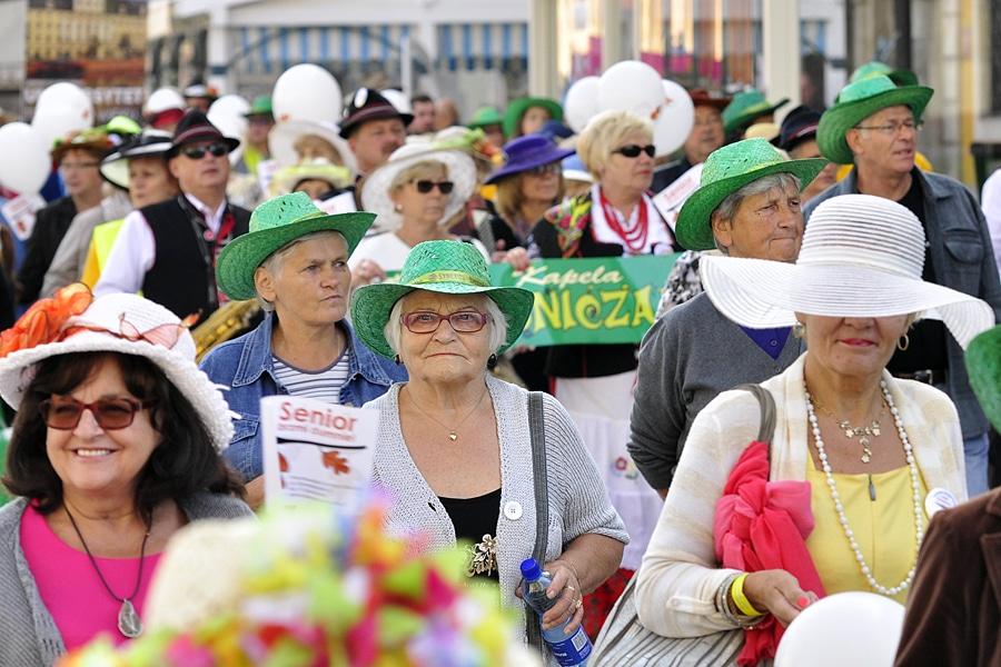 Korowód kapeluszników na wrocławskim rynku