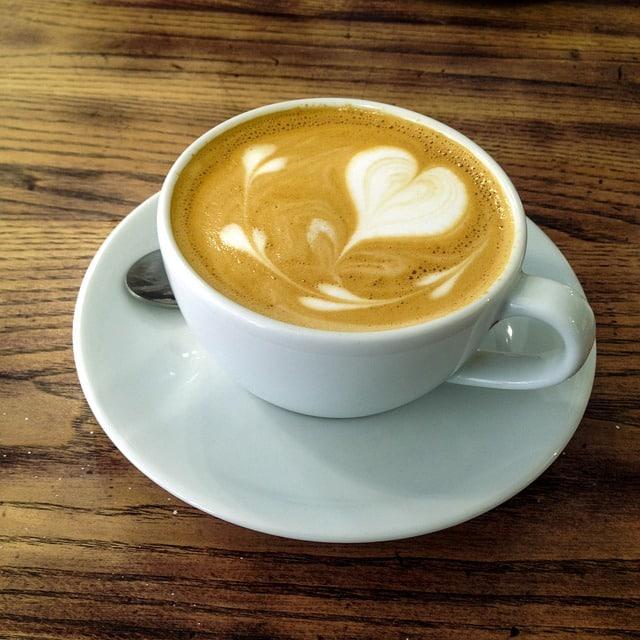 Mała czarna, czyli krótki przewodnik po rodzajach kaw