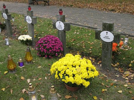 Seniorzy Kazimierzowskiego UTW w Dzień Zaduszny złożyli hołd bohaterom Bydgoszczy