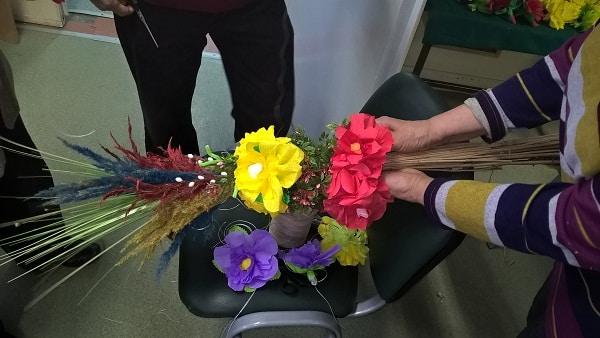 seniorzy przygotowują rekordową palmę