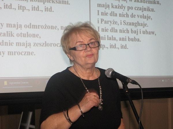 Wstęp teatrzyku seniorów z Uniwersytetu Trzeciego Wieku