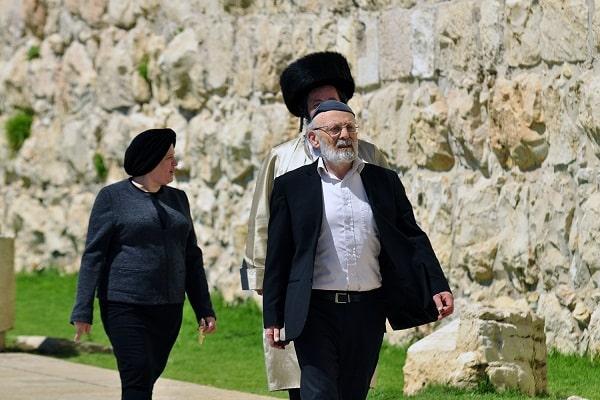 W drodze do synagogi