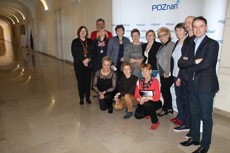 Jak działają centra seniora w różnych miastach Polski