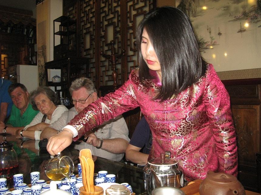 W herbaciarni przekonaliśmy się , że to co pijemy w Polsce trudno nazwać herbatą