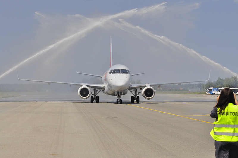 Salut wodny na wrocławskim lotnisku
