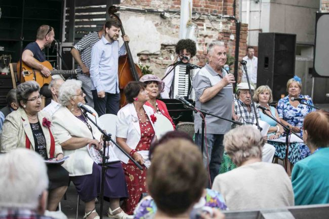 Seniorzy w Akcji 2019 - Cała Praga Śpiewa (fot. Towarzystwo Inicjatyw Twórczych ę)