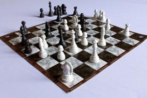 Gry dla seniorów, które rozwijają umysł - szachy