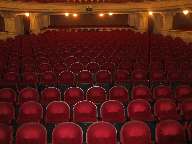 Teatr lepszy od kina?