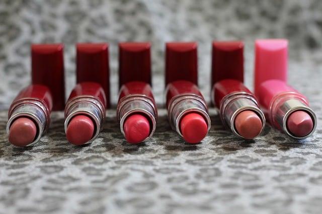 Komu pasuje czerwona szminka?