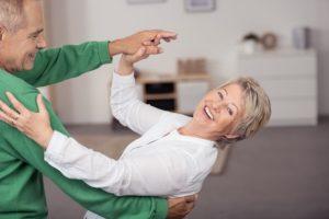 Miłość w Sanatorium - tańczący seniorzy