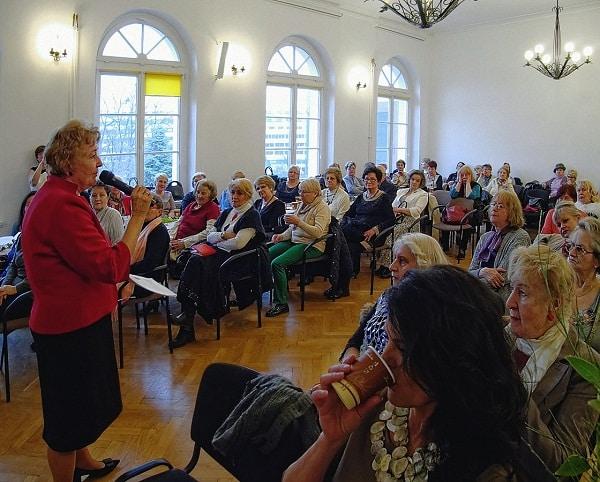 Seniorki na spotkaniu we Wrocławskim Centrum Seniora