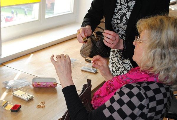 Seniorzy na warsztatach finansowych we Wrocławskim Centrum Seniora