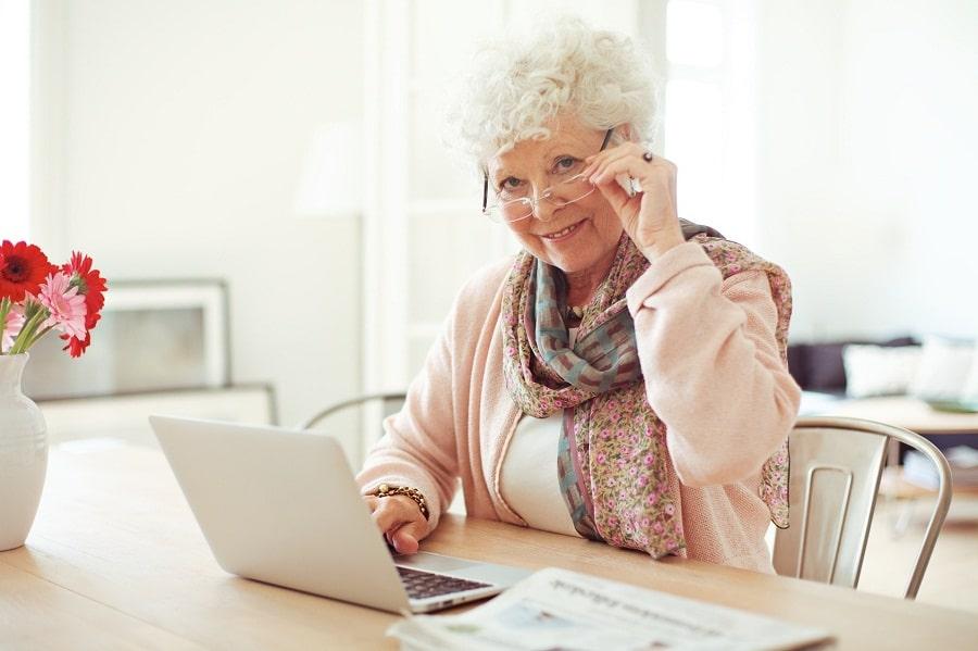 Informatyka dla Seniorów – czyli z sąsiadką na zajęcia!