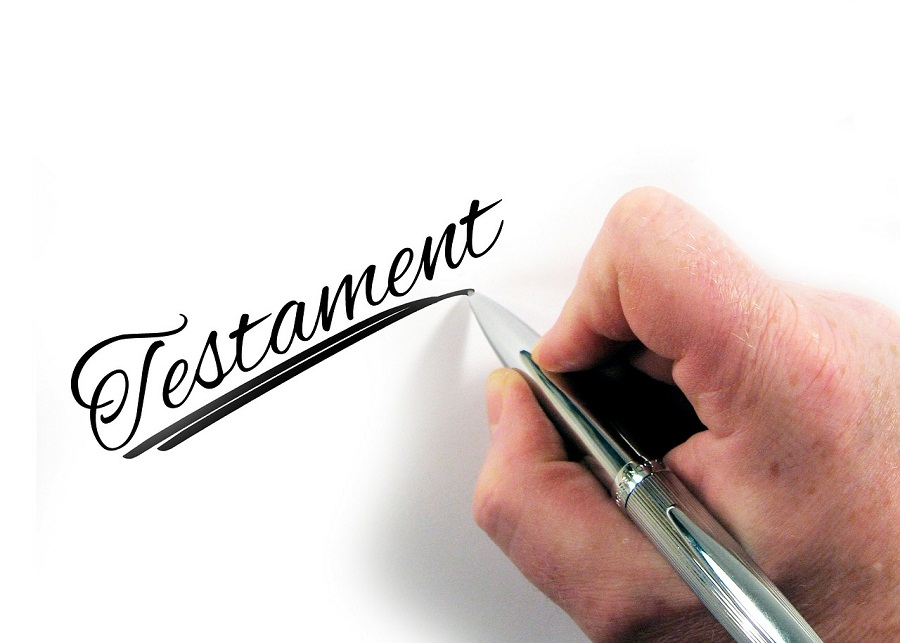 senior piszący testament