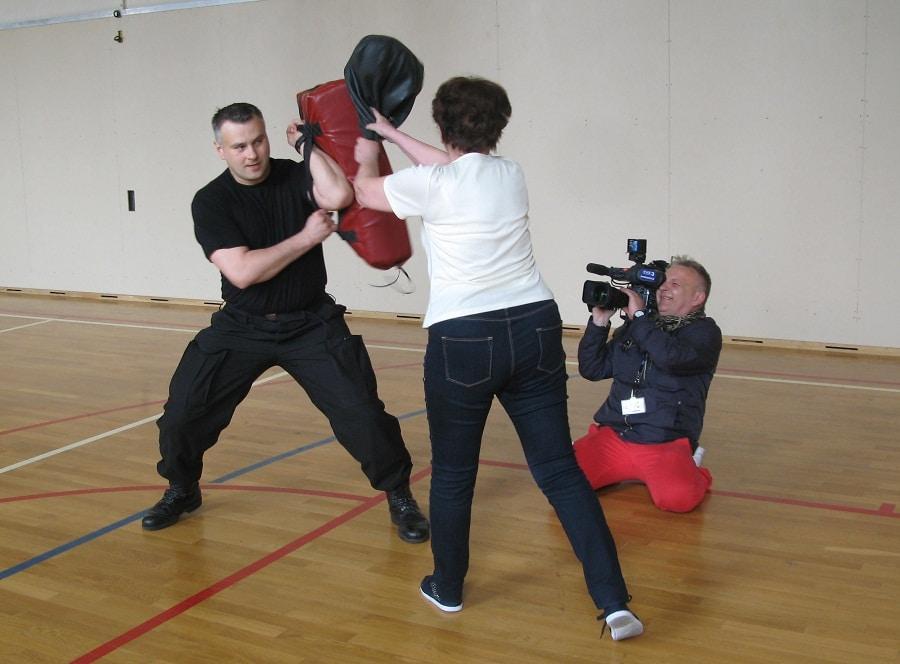 Seniorki bronią się przed kamerą