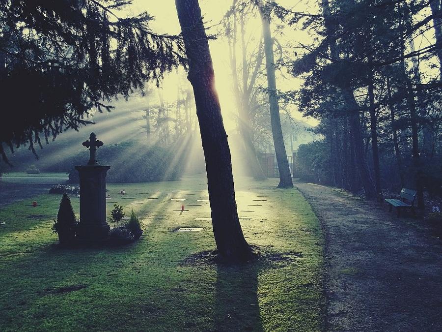 Po co chodzić na pogrzeby?