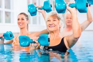 Senior ćwiczenia w wodzie