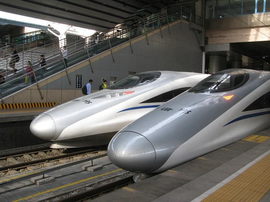 """Chińskie """"Pendolino"""" oczekuje na stacji w Pekinie"""