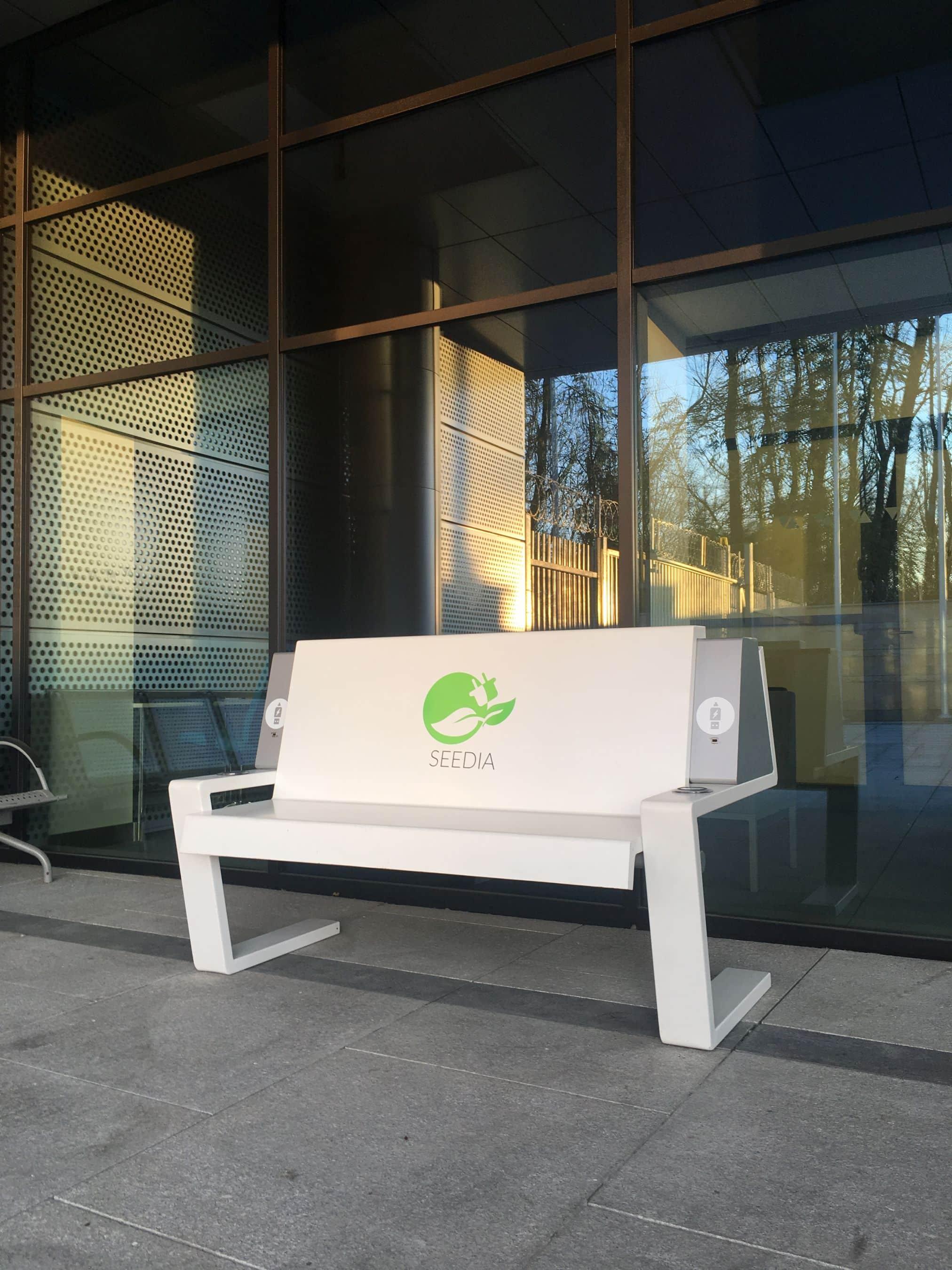 Przykład nowoczesnej ławki (2)