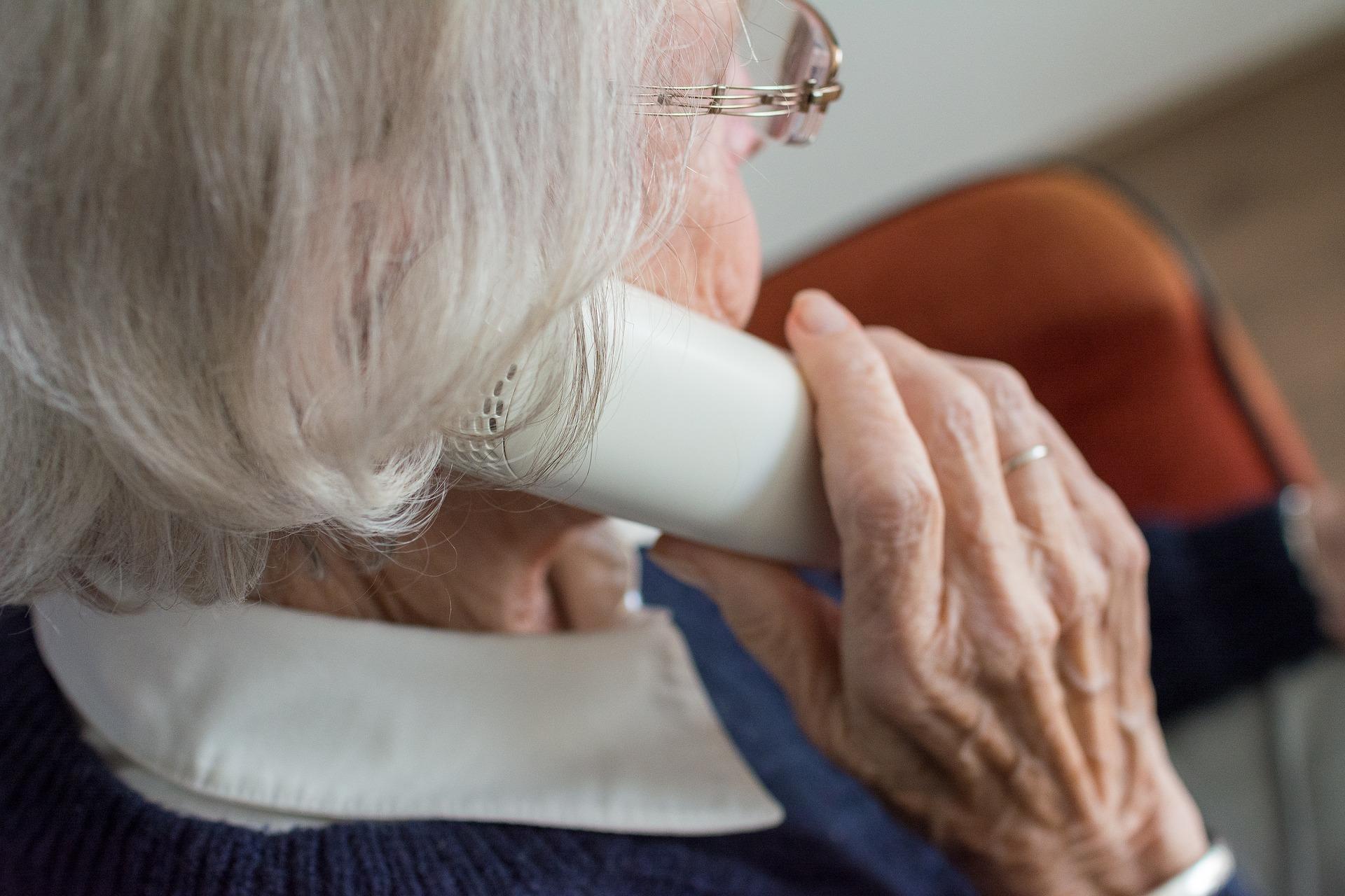 Bezpieczny senior – uwaga na nową formę oszustwa