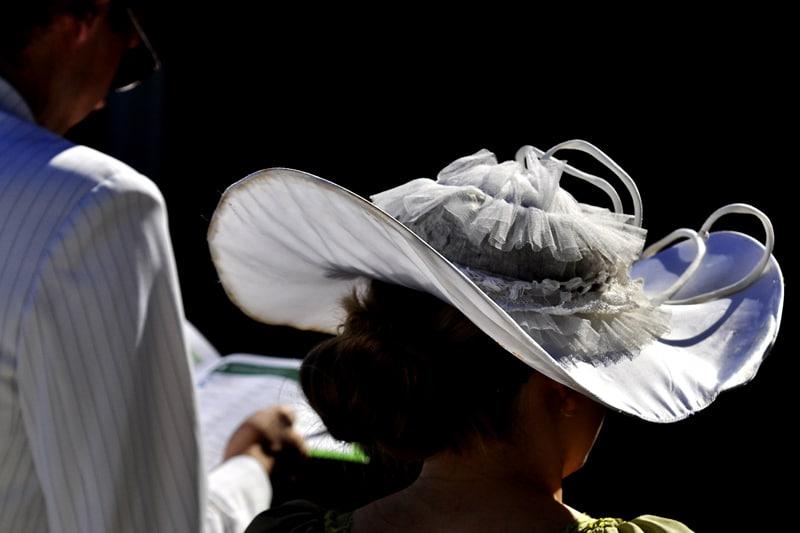 Konie i kapelusze na Partynicach