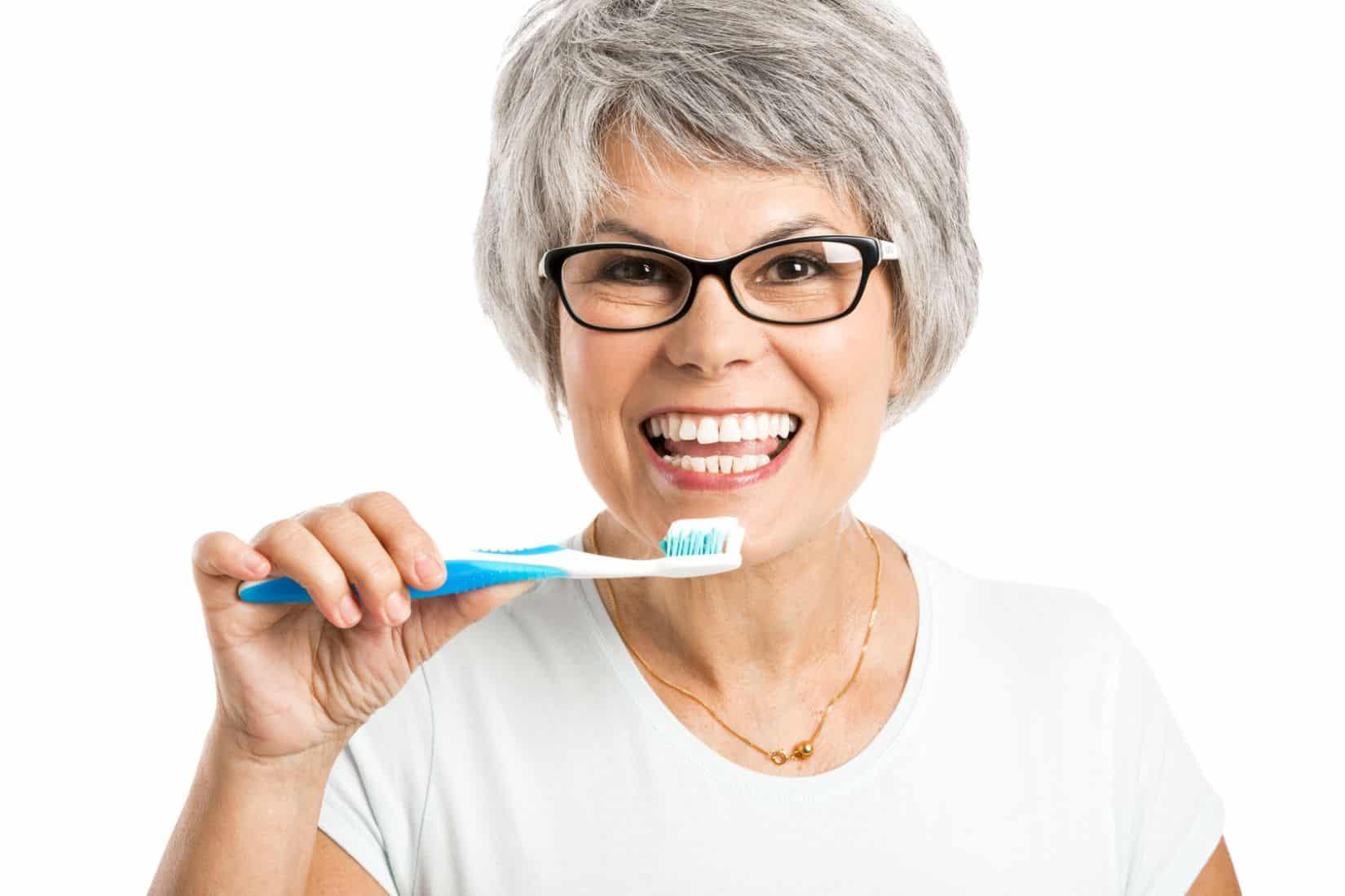 Jak przechowywać protezę zębową?