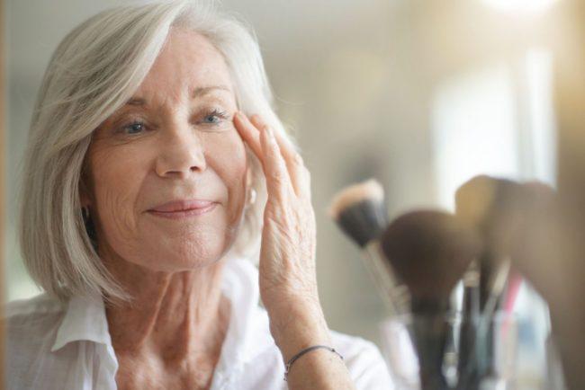 Jak zadbać o skórę seniora na urlopie?