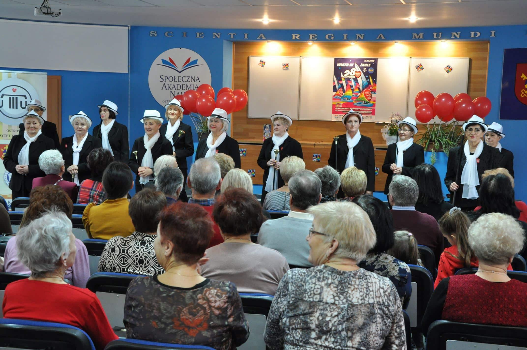 Seniorzy grają z WOŚP - występ zespołu Tańczące Seniorki