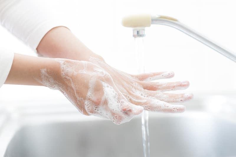 Koronawirus. Jak prawidłowo myć ręce. Jak dbać o dłonie (kremy, emolienty). Dermatozy, nerwica natręctw i inne problemy!