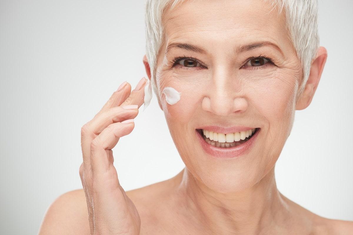 Pielęgnacja suchej i odwodnionej skóry twarzy