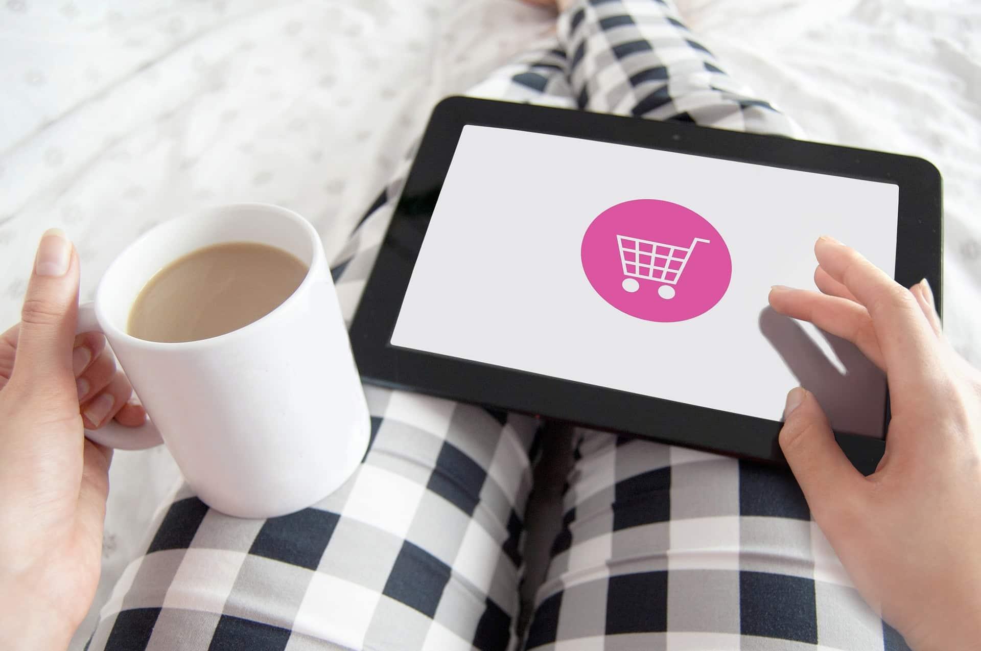 Senior na zakupach w Internecie – 5 zasad bezpiecznych zakupów, zaopatrzenie lodówki online, garść ciekawostek