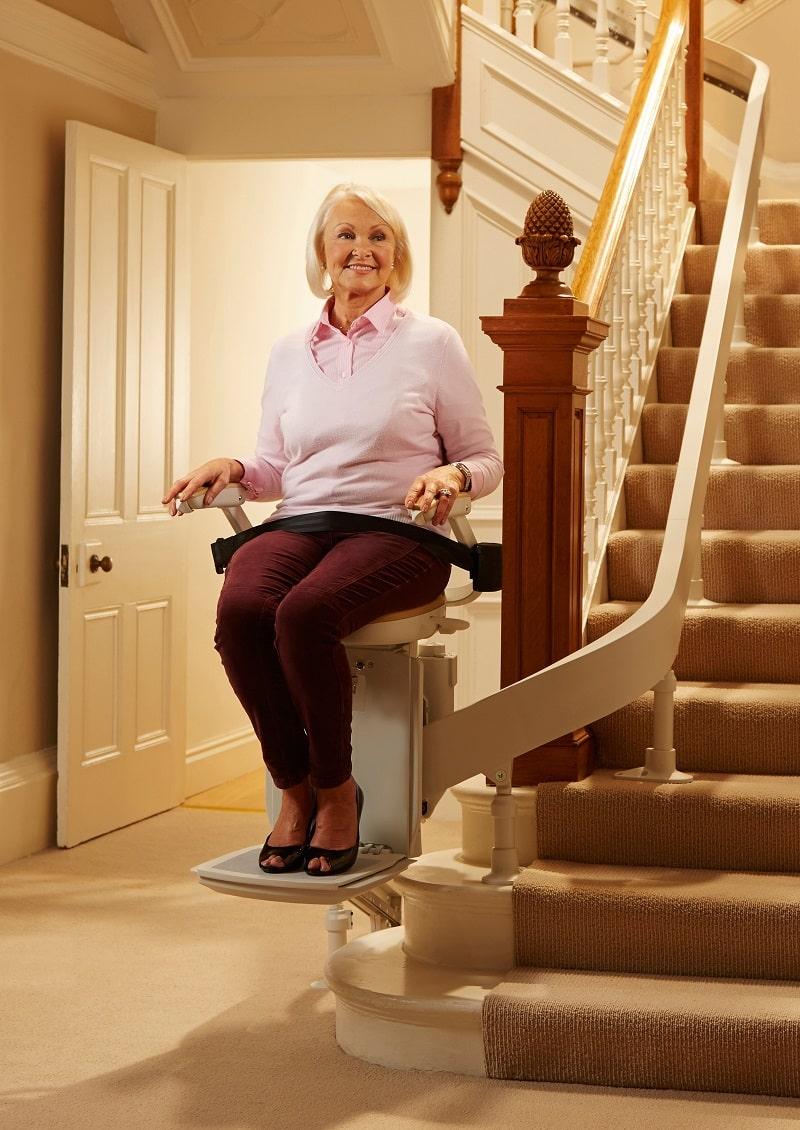 krzeslo-schodowe-dla-seniorow-windy-schodowe