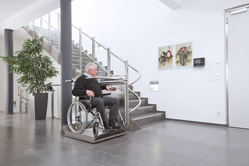 platforma-schodowa-dla-niepelnosprawnych-firmy-windy-schodowe