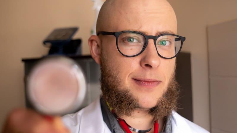 Mikołaj Choroszyński psychodietetyk wyjaśnia jak zapobiegać demencji i Alzheimerowi w…kuchni