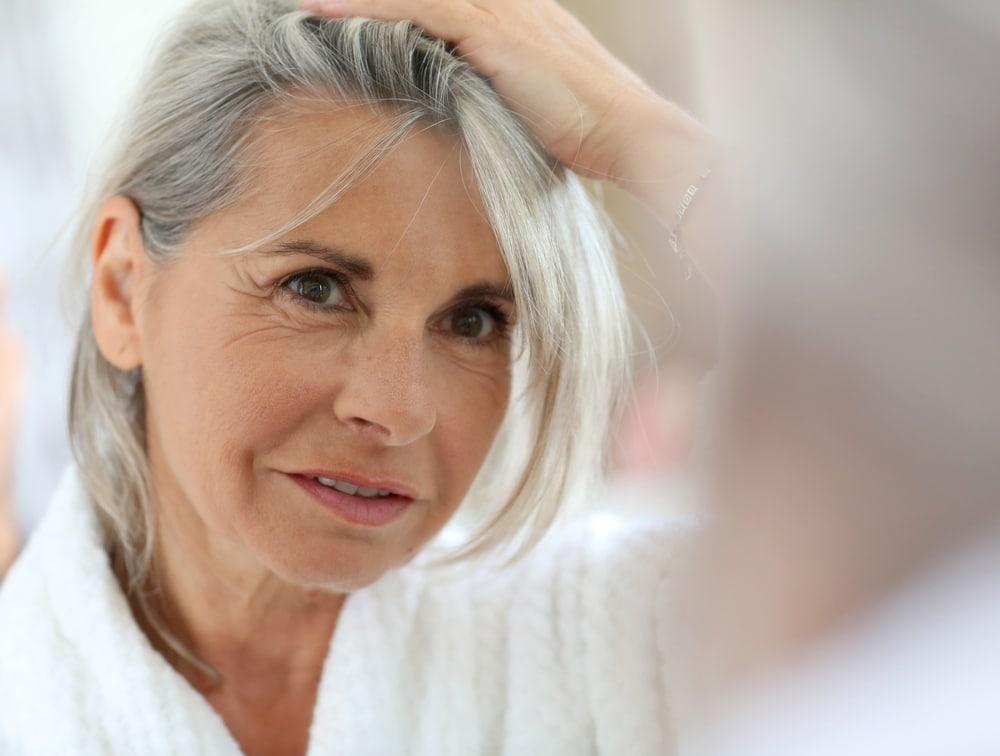 Suche włosy? Dowiedz się, jak dbać o włosy latem w kilku prostych krokach