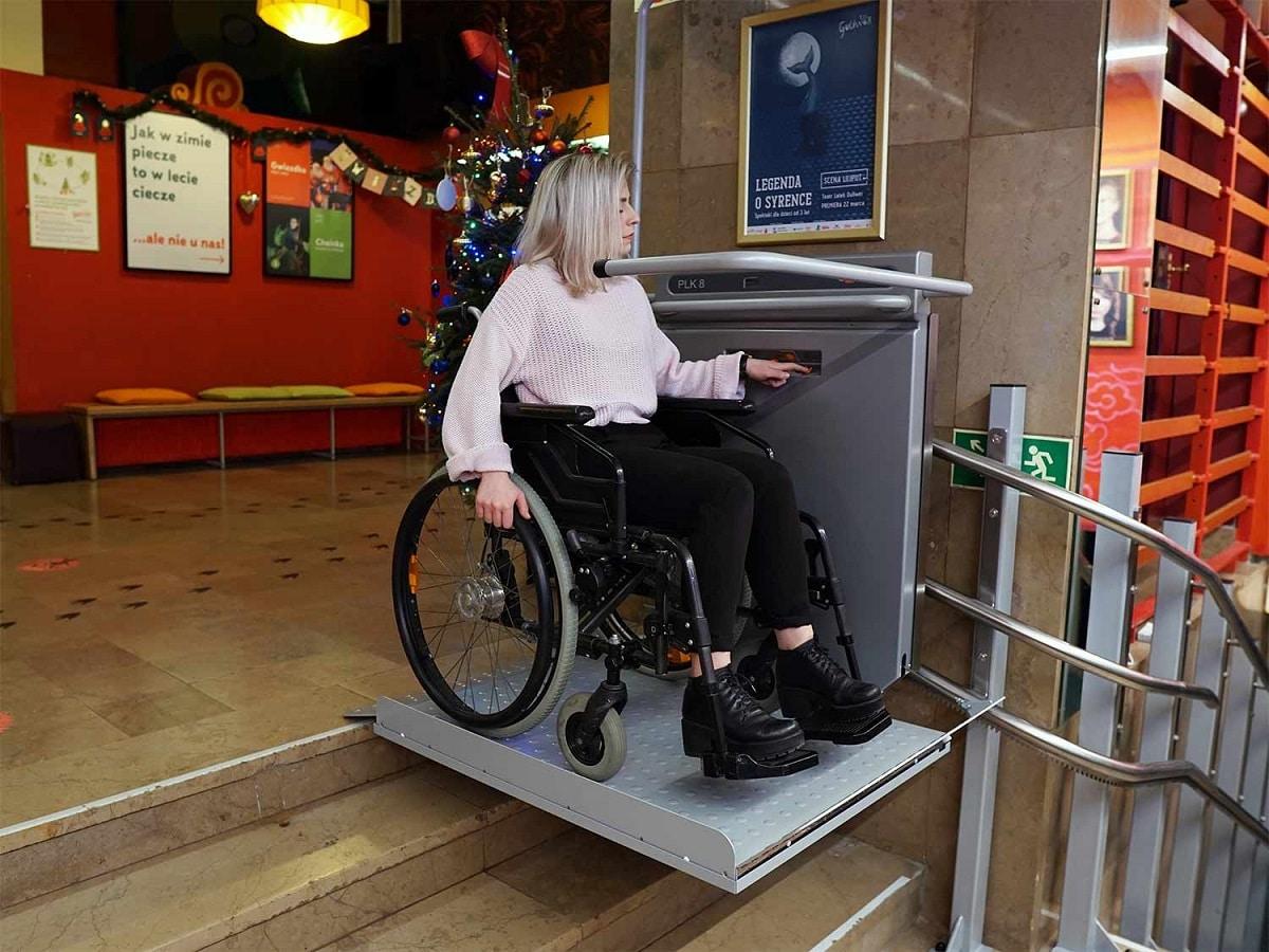 winda-schodowa-dla-niepelnosprawnych-w-teatrze