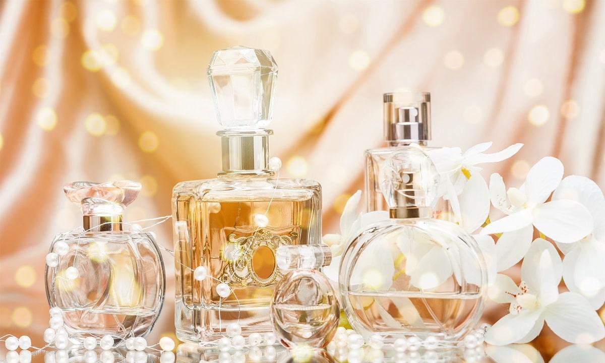 Perfumy i wody toaletowe na prezent – jak kupować zapachy?