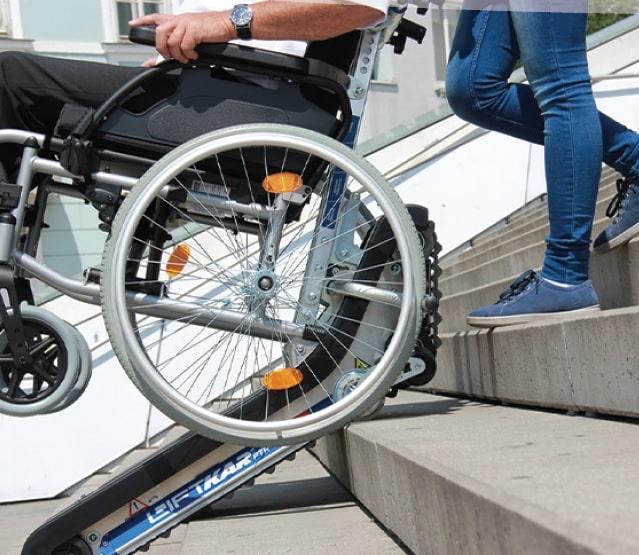 Schodołazy – mobilne urządzenia dla osób na wózkach