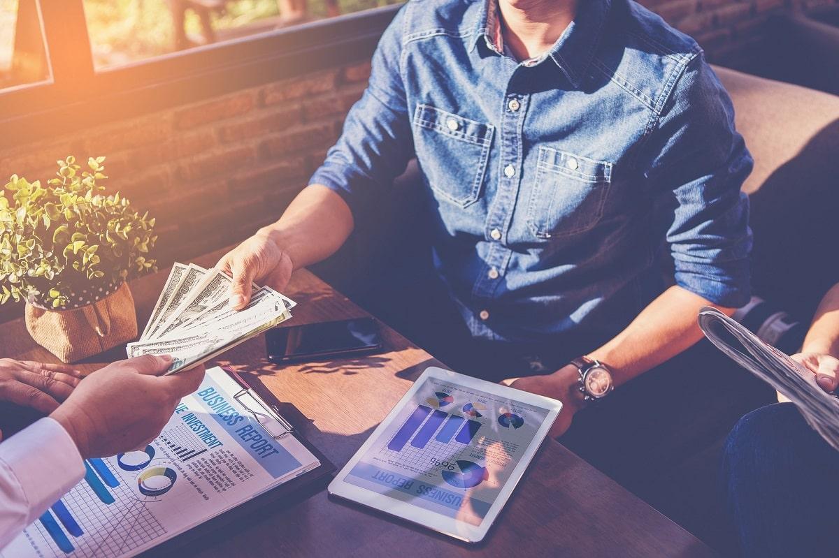 Jak wziąć pożyczkę przez Internet? Omawiamy proces online